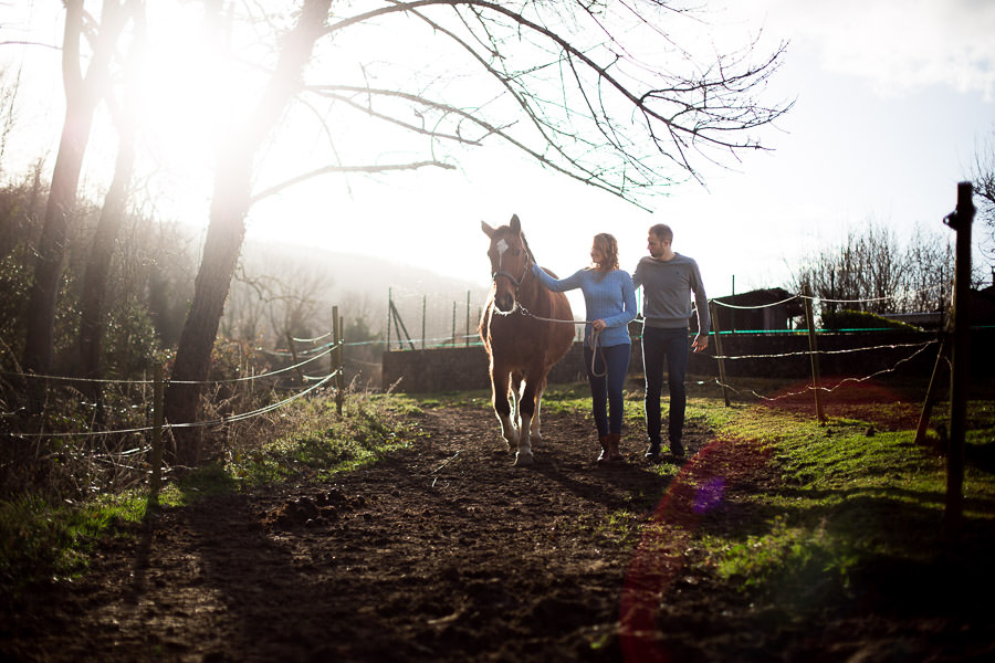 Séance photo de couple avec un cheval