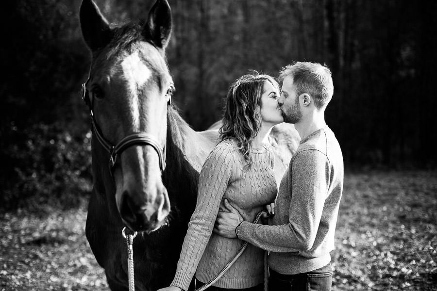 Shooting photo en couple avec un cheval